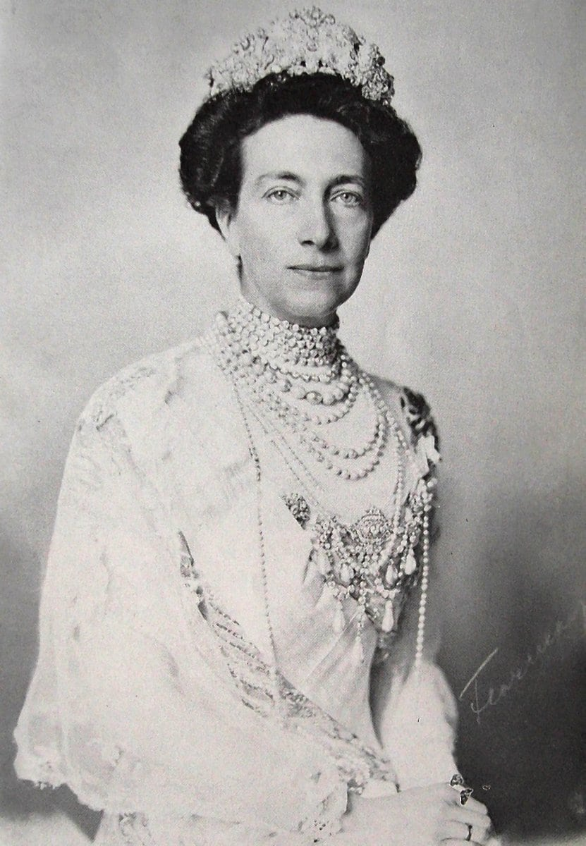 Queen Consort of Sweden Victoria (Leo)